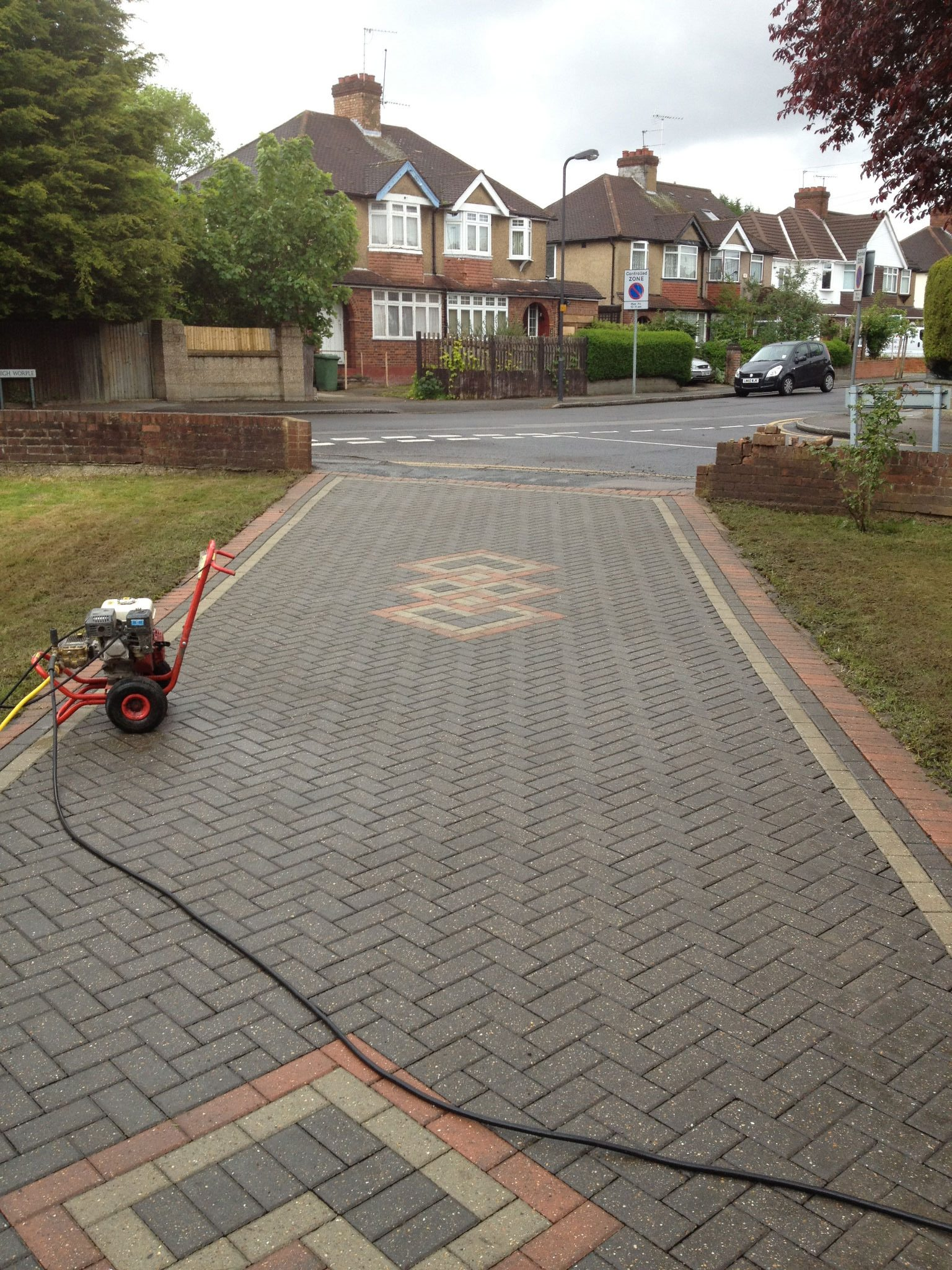 Driveway and patio cleaning north west london for Best way to clean driveway