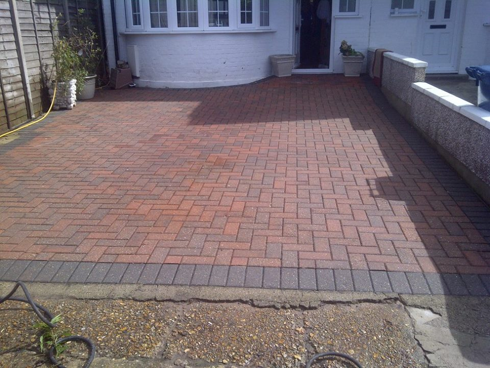 Pressure pros professional pressure washing across london for Best way to clean concrete sidewalk